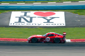 Dodge Viper Race Car - dodge viper gts r race cars return to traditional red and white livery