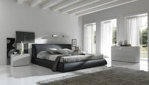 Black And White Bed How To Decorate Black And White Master Bedroom Juan Carlos