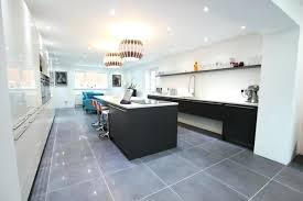 cuisine grise quelle couleur au mur cuisine blanche et mur gris cuisine blanche et grise quelle