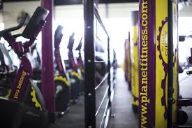 how low cost gyms like planet fitness make money