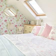 deco chambre shabby chambre shabby chic decoration féminine linge de lit blanc motif