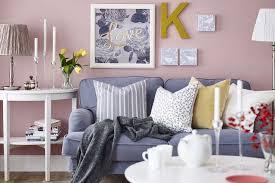 canapé petit salon déco salon petit salon couleur pastel canape coussins cadres