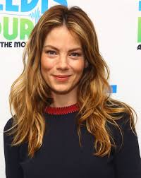 michelle monaghan u0027s loose waves haute hairstyles for women over