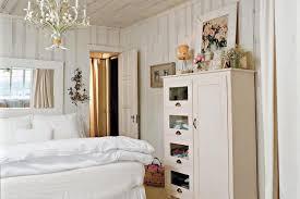cottage master bedroom ideas cottage white master bedroom decorating ideas southern cottage