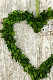 decorating preserved boxwood in heart design for home accessories