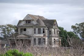 this enormous abandoned house is just outside santa cruz ca