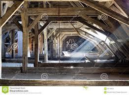 la soffitta palazzo vecchio vecchia soffitta di una casa segreti nascosti fotografia stock