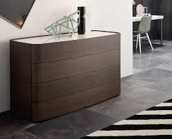 schlafzimmer kommoden schlafzimmer kommode mit auffälligem design als teil der einrichtung