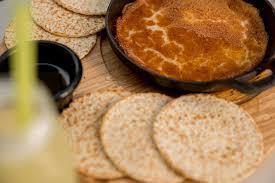 mosa ue cuisine zaatar w zeit the knefeh in the pan a start to