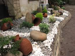 20 impressive ways to decorate your garden with white pebbles