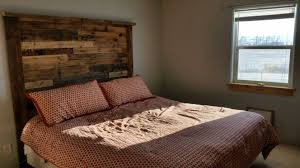 Making A Pallet Bed Bedroom Pallet Twin Bed Ideas Slate Picture Frames Table Lamps