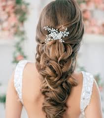 fleurs cheveux mariage photo coiffure mariage tresse large orne de fleurs coiffure