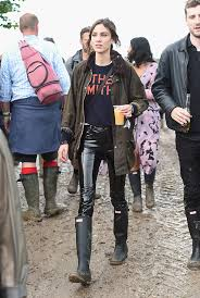 hunter boots black friday everybody was in hunter boots at glastonbury nordstrom fashion blog
