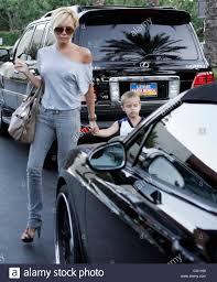 lexus of woodland hills 91364 victoria beckham exits tgi friday u0027s restaurant with her children