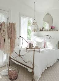 White Bedding Decorating Ideas Shabby Chic Bedroom Decorating Ideas On A Budget Cottage Style
