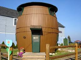 Weird House by 22 Most Awesome And Mind Blowing Homes Ever Built In The History