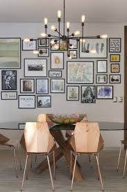 Esszimmer Klein Gestalten Bilderwand Designerleuchte Und Moderne Stühle In Kupfer Optik