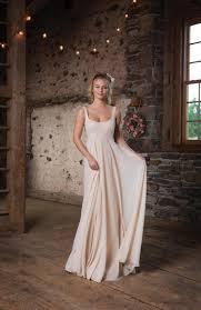brautkleider im empire stil empire kleider romantisch und weddix