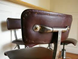 dossier de chaise chaise biéanise dossier cuir clouté industrial style and