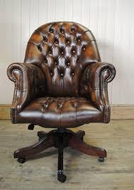 fauteuil de bureau marron fauteuil de bureau chesterfield intérieur déco