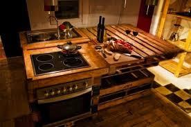 cuisine en palette bois fabriquer un ilot de cuisine en palettes voici 15 idées pour vous