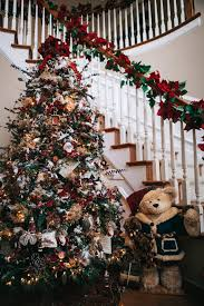 pictures of homes decorated for christmas celebrate creativity