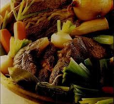 cuisiner un pot au feu recette pot au feu aux 3 viandes