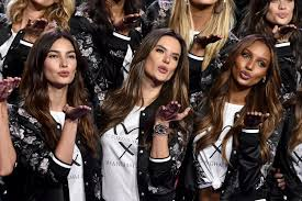 victoria s guess who s now performing at the victoria s secret fashion show