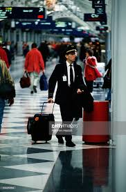 united check in luggage pilot at chicago o hare international airport pictures getty images