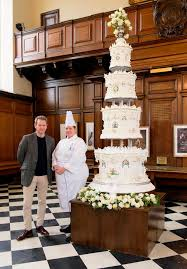 queen u0027s 1947 wedding cake recreated for tv show u2013 and it u0027s