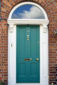 how about the trim color on a door of red brick house description