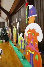 Christmas Yard Decorations Grinch by Best 25 Grinch Christmas Decorations Ideas On Pinterest Grinch