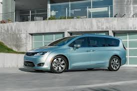chrysler says goodbye to town u0026 country and welcomes 2017 pacifica