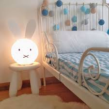 luminaire chambre d enfant le chambre fille le a poser oovov blanc angle