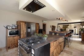 hotte industrielle cuisine inspiration industrielle en cuisine cuisines et bains