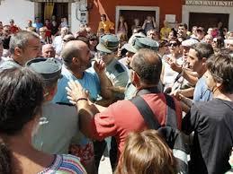 Poyales:«Si Franco estuviera vivo,os cortaría la cabeza, rojos de mierda».