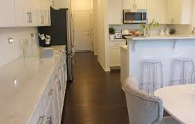 Alabaster White Kitchen Cabinets by Choosing The Perfect Quartz Color For Countertops Hello Lovely