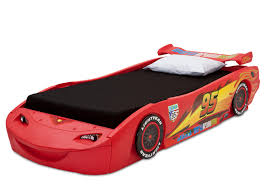 cars bedroom set amazon com delta children cars lightning mcqueen twin bed with view