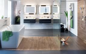 Bad Blau Badezimmer Mit Schrgen Gestalten Parkettboden Wandbordre In Wei