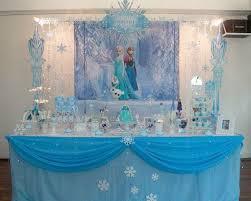 deco chambre reine des neiges idée déco réaliser une table reine des neiges avec un poster