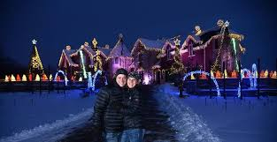 the great christmas light show no grinch yet cton hills comes to holiday light compromise