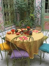 petit plat en chambre la table du petit déjeuner et d autres plats vont encore arriver