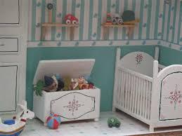 moisissure chambre bébé vitrines miniatures