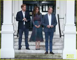 kensington palace william and kate president u0026 michelle obama spend time with the royal family photo