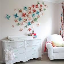 babyzimmer deko basteln bunte papier blumen an der wand dekorative idee selber
