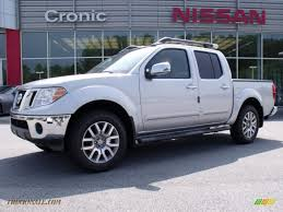 nissan frontier xe 2010 2010 nissan frontier le crew cab 4x4 in radiant silver metallic