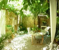chambres d hotes bouche du rhone amanda s house décorée dans un style shabby à cornillon confoux