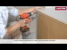 comment fixer un meuble de cuisine au mur comment accrocher un meuble de cuisine au mur top design poser un