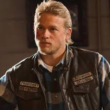 jax hair charlie hunnam on sons of anarchy pictures popsugar entertainment