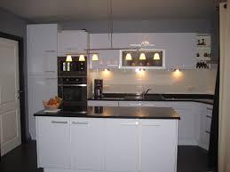cuisine avec plan de travail en granit cuisine bleue polaire photo 1 2 cuisine de style moderne avec